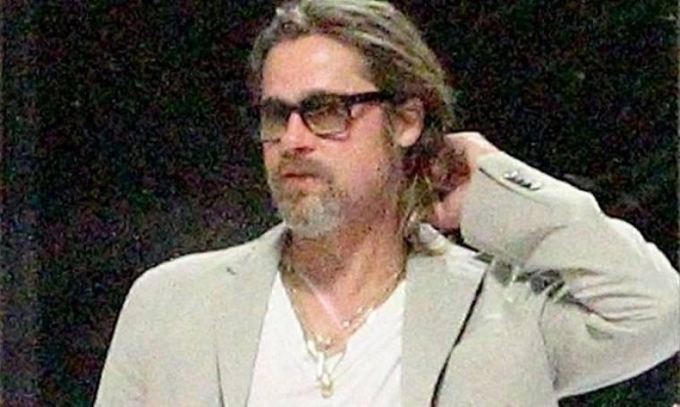 Brad Pitt: Παλεύοντας με την κοτσίδα του