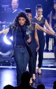 Στα γυρίσματα του αφιερώματος για τη Whitney Houston