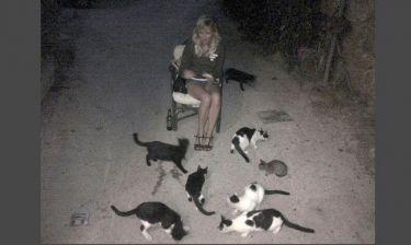 Kirsten Dunst: Οι αδέσποτες γάτες και η αγάπη της για την Ελλάδα!
