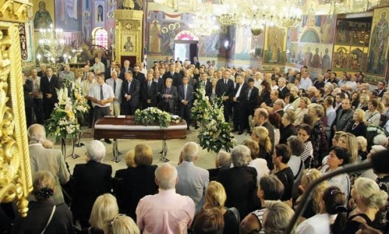 Κοσμοσυρροή στην κηδεία  του Παναγιώτη Σπύρου!