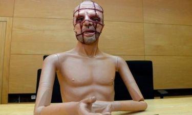 Σοκ: Δολοφόνησε ηλικιωμένη φορώντας αυτή τη φρικιαστική μάσκα!