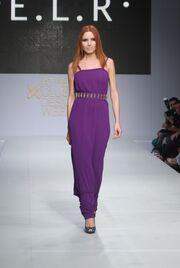 Η Ειρήνη Λύτρα προτείνει αέρινα φορέματα με χρυσές λεπτομέρειες για την Άνοιξη-Καλοκαίρι 2013
