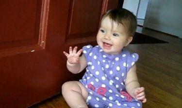 Τρυφερό βίντεο: Καλωσορίζει τον μπαμπά της με το πιο γλυκό της χαμόγελο!