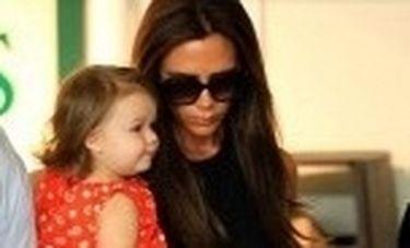 Βόλτα για ψώνια με την κόρη της η Victoria Beckham