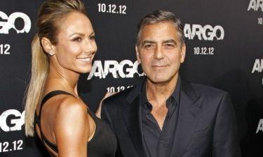 Stacy Keibler: Το κορίτσι του George Clooney δεν τρελαίνεται για γάμο