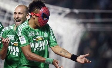 Πανηγύρισε φορώντας μάσκα του… Spiderman!