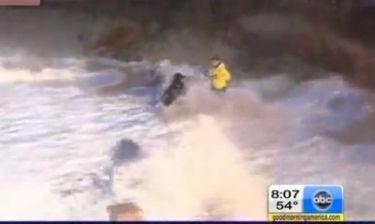 Ρεπόρτερς σε επικίνδυνες αποστολές λόγω του τυφώνα Σάντι