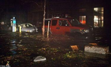 Οι περιοχές που απειλούνται τις επόμενες ώρες από τον τυφώνα Σάντι