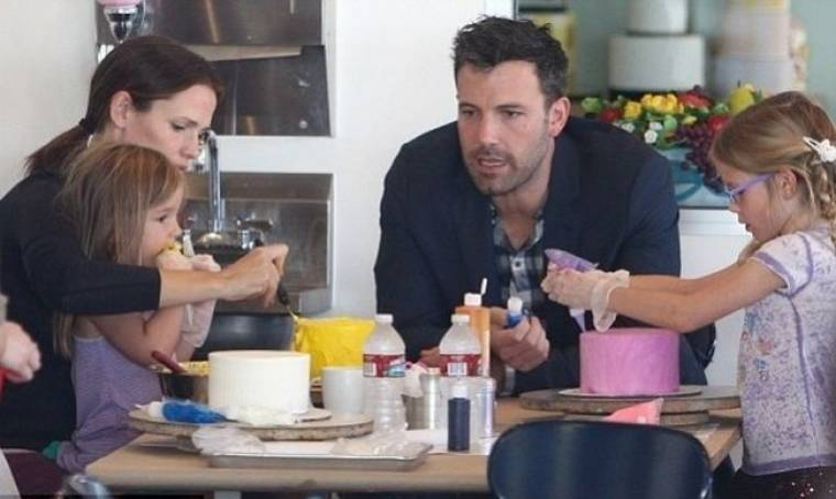 Ben Affleck – Jennifer Garner: Διασκεδάζουν οικογενειακώς φτιάχνοντας τούρτες
