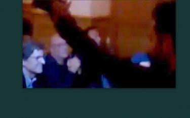 Ποια Ελληνίδα τραγουδίστρια συμμετείχε στις αποδοκιμασίες κατά του Γ. Παπανδρέου στο Βερολίνο-Δείτε ποια είναι