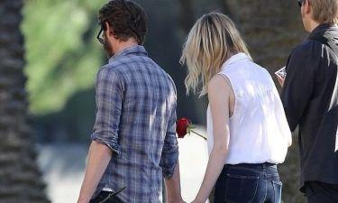 Emma Stone – Andrew Garfield: Ρομαντική βόλτα σε… νεκροταφείο