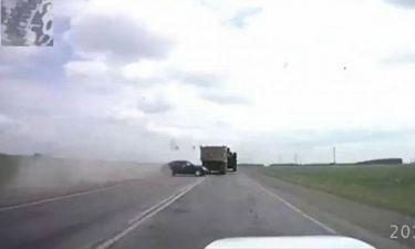 Οδηγοί... καμικάζι προκαλούν απίστευτα ατυχήματα (video)