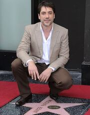 Javier Bardem: Έλαβε το αστέρι του παρέα με τα κορίτσια του Bond
