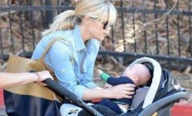 Αποκαλυπτήρια: Η πρώτη εμφάνιση της Reese Witherspoon με το νεογέννητο γιο της (photos)