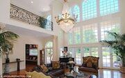 Πωλείται όπως είναι επιπλωμένο για 3,8 εκ.$ το σπίτι του…
