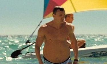 Ο James Bond απέκτησε μπυρο-κοιλιά!
