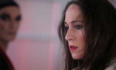 Κόρα Καρβούνη: «Η σύγχρονη γυναίκα πάει κόντρα στην μητρότητα και έτσι βγαίνουν οι υστερίες και οι κακίες»