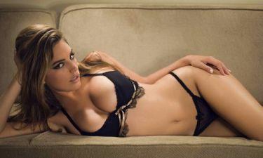Kelly Brook: Αντί για διαβατήριο, έδειξε το εξώφυλλο του Playboy και πέρασε το check in