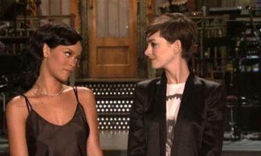 Anne Hathaway – Rihanna: Απόψε στο Saturday Night Live!