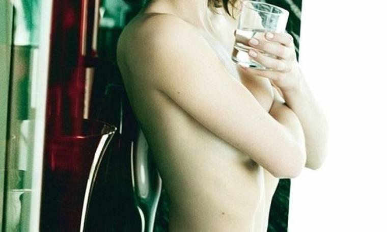 Δείχνει το στήθος για να… πολεμήσει το ρετουσάρισμα, αλλά και πάλι δεν τη γλίτωσε!