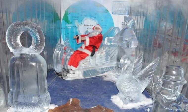 Το Χριστουγεννιάτικο χωριό σας ταξιδεύει στον πραγματικό κόσμο του Άγιου Βασίλη!