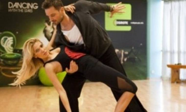 Αποκλειστικό: Η Έλενα Παπαβασιλείου απαντά στο Queen.gr χορεύοντας!