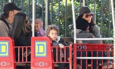 Sandra Bullock – Camila Alves McConaughey: Βόλτες με το τρενάκι και τα παιδιά τους