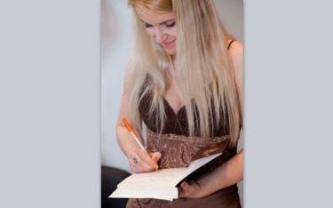 Άννα Γιακουμάκη: Η συγγραφέας του Βιβλίου «Σπιναλόγκα, η αληθινή Ιστορία» και οι απειλές!!! (Nassos blog)
