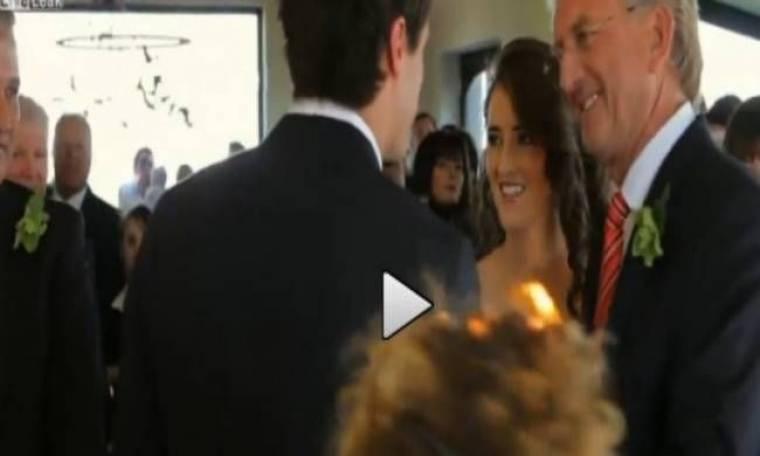 Απίστευτο βίντεο: Έπιασαν τα μαλλιά της φωτιά στον γάμο!