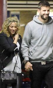 Shakira – Gerard Pique: Ρομαντική βόλτα στη Βαρκελώνη