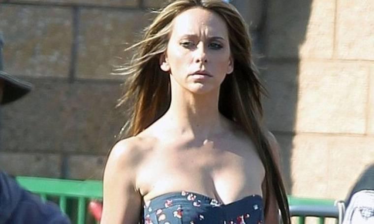 Jennifer Love Hewitt: Σέξι εμφάνιση στα πλατό του Client List