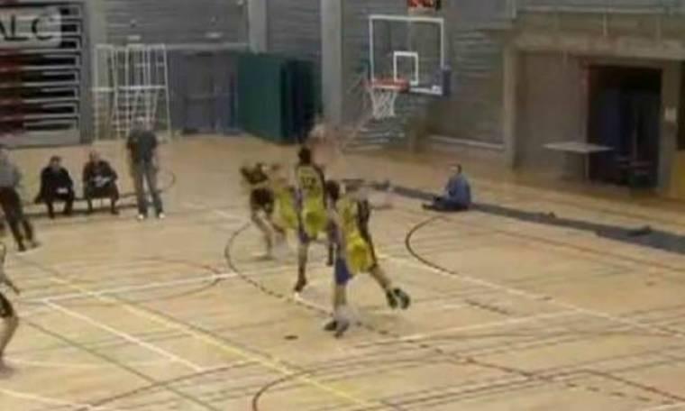 Απίστευτο βίντεο: Η πιο ντροπιατική στιγμή σε αγώνα μπάσκετ