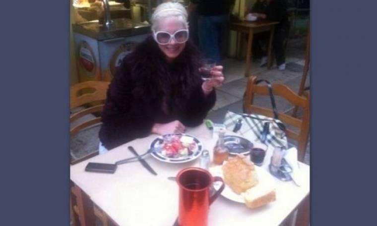 Τζούλια Αλεξανδράτου: Ποια Βιέννη; Είναι στη Θεσσαλονίκη και τρώει μεζέδες!