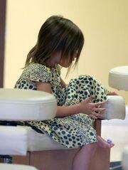 Η τετράχρονη κόρη της κάνει… μανικούρ!
