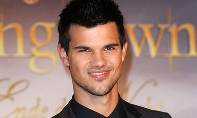 Taylor Lautner: Θέλει το Twilight σε… μιούζικαλ!
