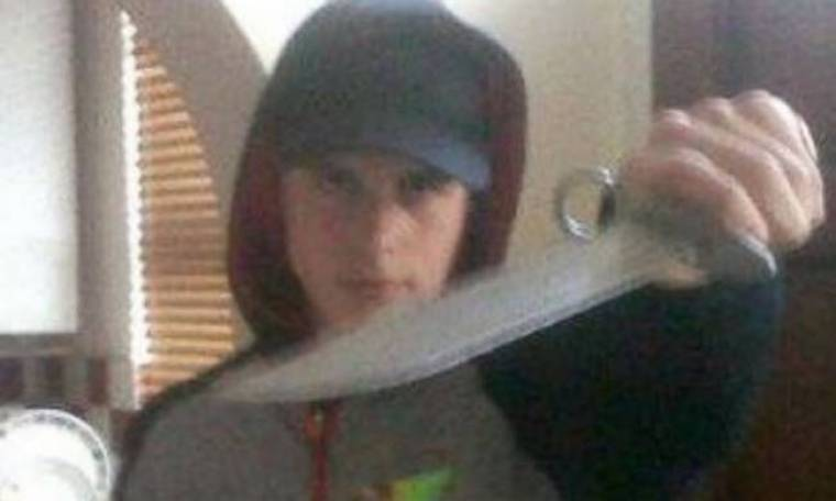 Ανήλικος κακοποιός ανέβασε στο Facebook του φωτογραφία με μαχαίρι!