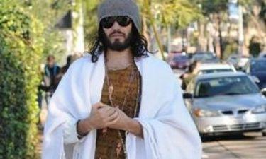 Russell Brand: Κυκλοφορεί στο δρόμο σαν τον τρελό
