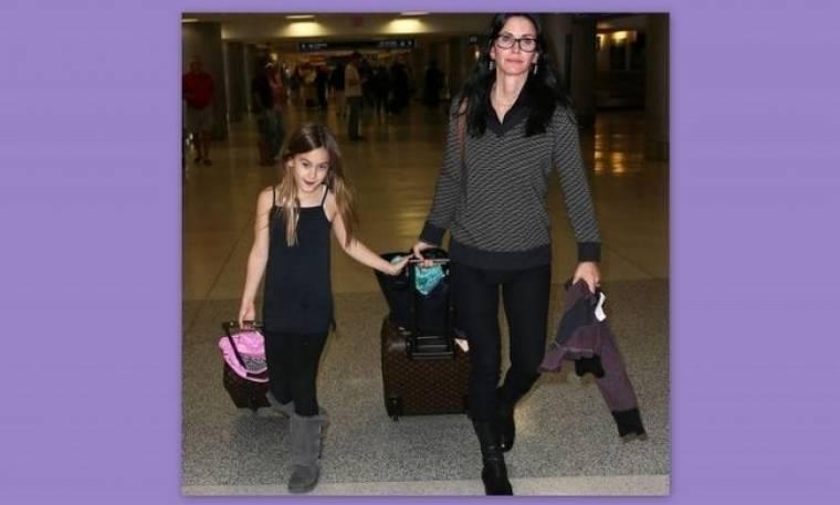 Courteney Cox – Coco: Μαμά και κόρη ταξιδεύουν με στιλ