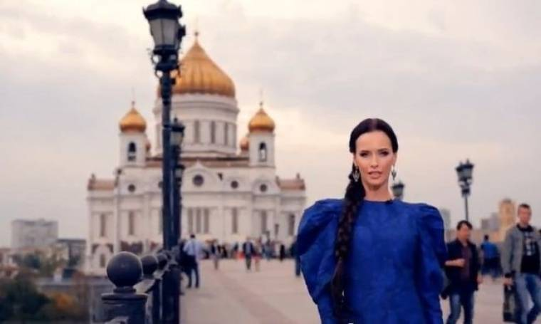 Ρωσίδα εστεμμένη αποκαλεί τη χώρα της… ζητιάνα