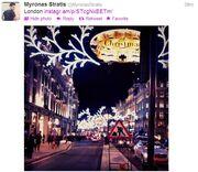 Ποιος γνωστός τραγουδιστής βρίσκεται στο στολισμένο Λονδίνο;