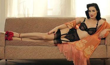 Στον καναπέ της Dita Von Teese (φωτό)