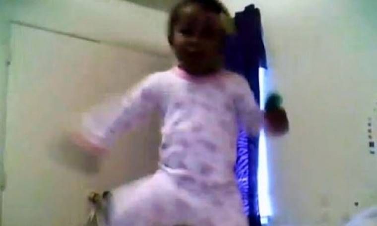 Δείτε μία πιτσιρίκα να χορεύει… Gangnam Style!