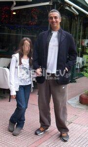 Κωνσταντίνος Τσακίρης: Βόλτα με την κόρη του!