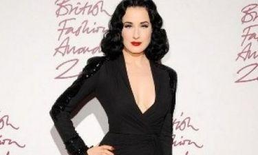 British Fashion Awards: Δείτε την εκρηκτική εμφάνιση της Dita Von Teese!