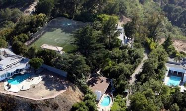 Robbie Williams: Πουλάει το σπίτι με το ποδοσφαιρικό γήπεδο!