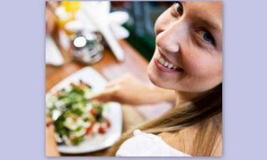 5 λόγοι που μας κάνουν να τρώμε παραπάνω απ' όσο πρέπει