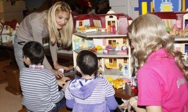 Η PLAYMOBIL και η Φαίη Σκορδά υποδέχονται τα παιδιά του Συλλόγου «ΕΛΠΙΔΑ» για στιγμές χαράς και ξέγνοιαστου παιχνιδιού στο PLAYMOBIL FunPark
