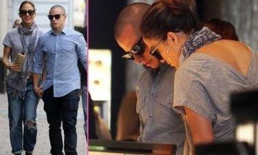 Jennifer Lopez: Διαλέγει βέρες με τον σύντροφό της;