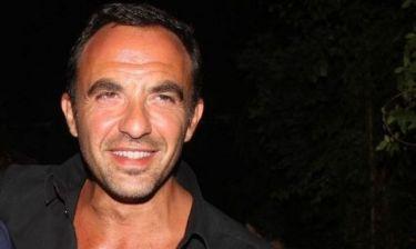 Νίκος Αλιάγας: Μπαμπάς εν δράσει… αλλάζει πάνες και κάνει μπάνιο την κόρη του!