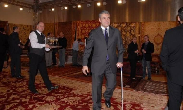 Γιάννης Κοντούλης: Με το μπαστούνι σε εκδήλωση για την σύζυγό του!